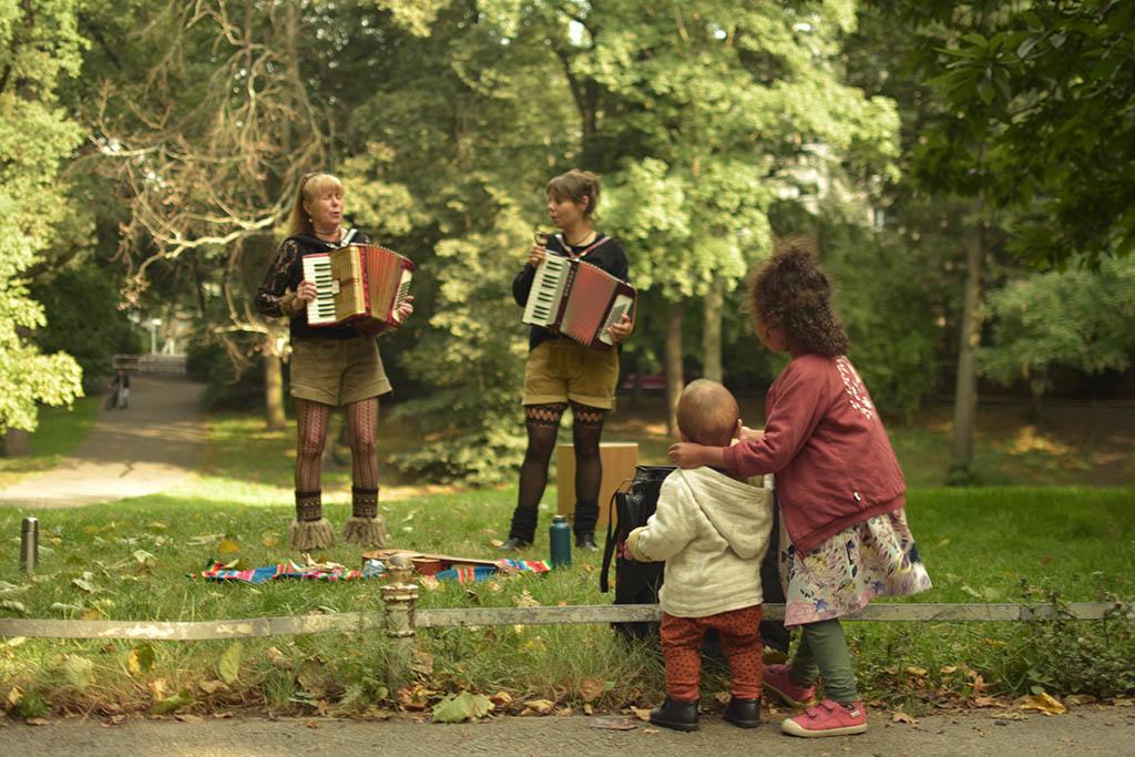 Yodelirya spielen im Rudolph-Wilde-Park in Berlin, 2021