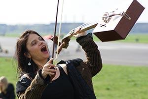 transalpin - Veronika Otto mit Pferdekopfgeige